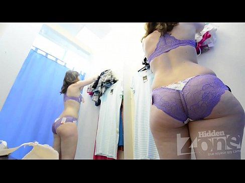 Sexy Mamica In Tanga Isi Asteapta Sotul Sa Se Futa Cu El