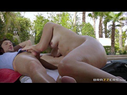 Brazzers – Karter Foxx skinny dips