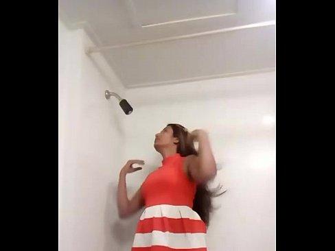 swathi naidu shows her nude body in bathroom's Thumb