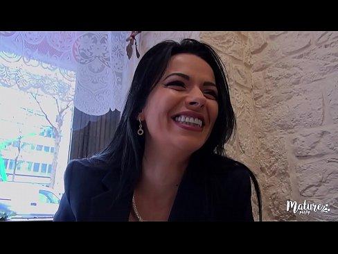 cover video Cosmina Une Mat ure Sexy Ferait Tout Pour Le P  Tout Pour Le Plaisir De Son Mari Meme Le Tromper