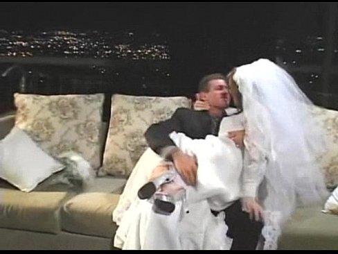 Скрытая камера первая брачная ночь