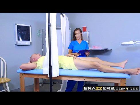 Ea Este Cea Mai Perversa Si Mai Nebuna Asistenta Medicala Din Lume
