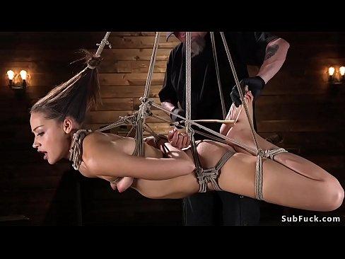 Порно бдсм хозяйка бьет по лицу свою рабыню 10