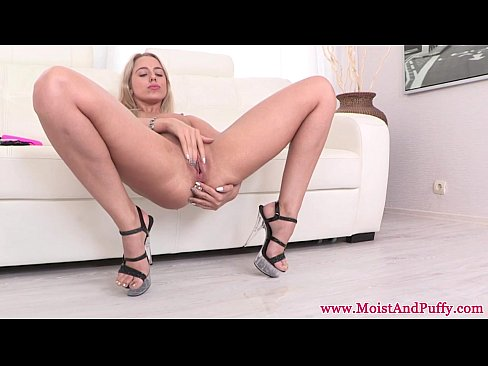 Extreme pissing dirty fetish nice babe masturbates with big dildo