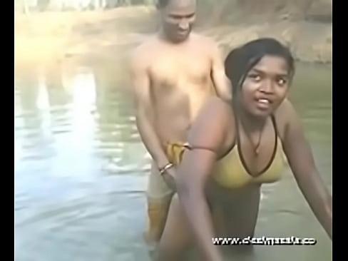 show hd Naked bath videos boobs river