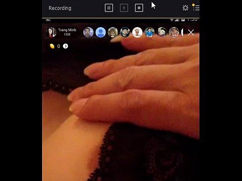 em gái đang phê bị bạn live stream bigo liveXXX Sex Videos 3gp