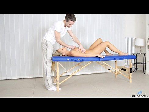 puma madura ordeña la polla después del masaje hardcore