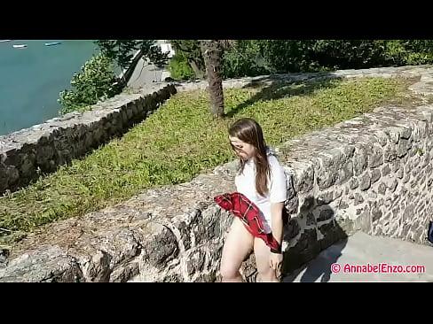 kız öğrenci rüzgarlı upskirt, mastürbasyon ve sigara 1 dak 10 sn hd