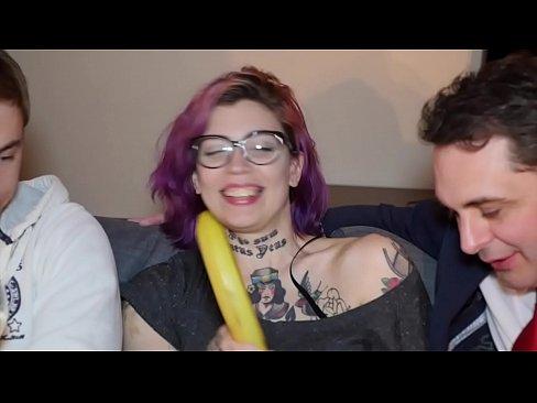 Порно ролики борьба голых женщин в ринге с мукой