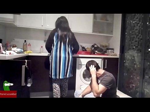 Голые парни видео как ебутся на кухне вызову екатеринбурге