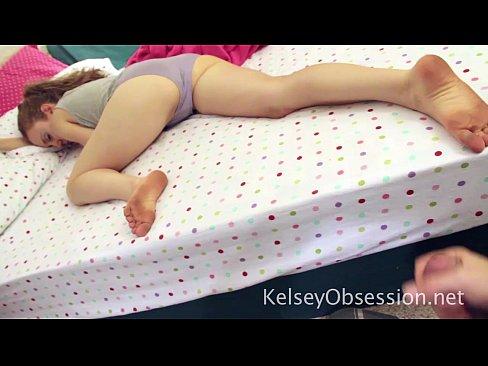 hermano espeluznante se masturba a la obsesión de Kelsey de pedos de la hermana de la siesta 5 min hd