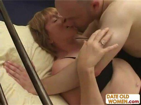 Зрелая тетка хотела оргазм