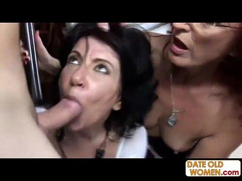 video-kak-trahayut-starih-volosatih-bab-pornuha-v-kruglie-popki