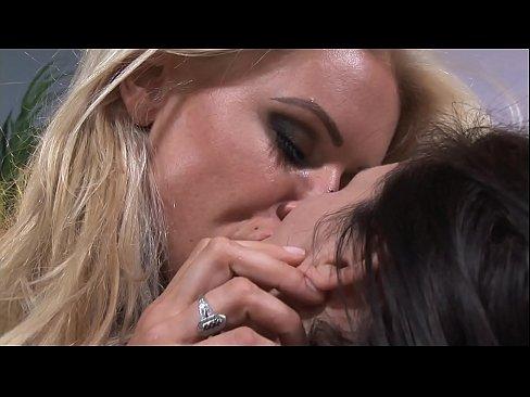 Lesbian Kissing Big Boobs