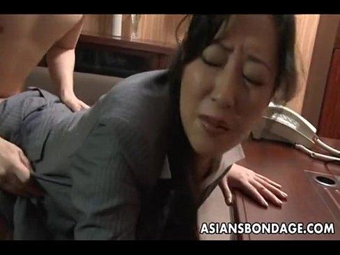 社長室で秘書と着衣セックス()
