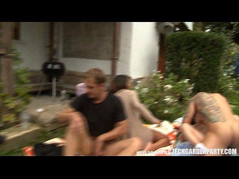 bahçe partisi sırasında açık seks partisi