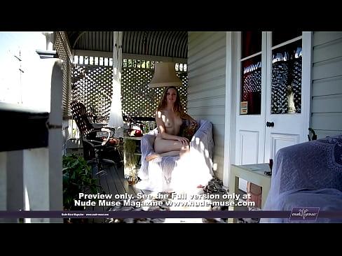 Gwendalynned e Fair naked pussy on the varanda's Thumb