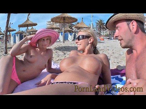 Фото порно женщины трахают на пляже, секс в троем мужики на бабу групповой секс