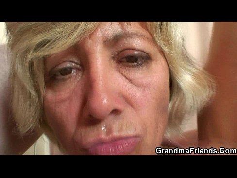 Старые женщины отсасывают, жесткая ебля телки в анал