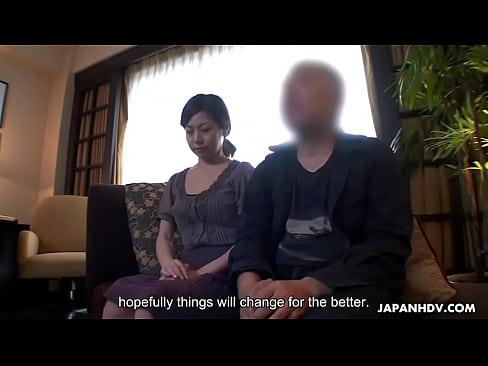 XVIDEO 巨乳熟女人妻がAVデビューで潮吹き