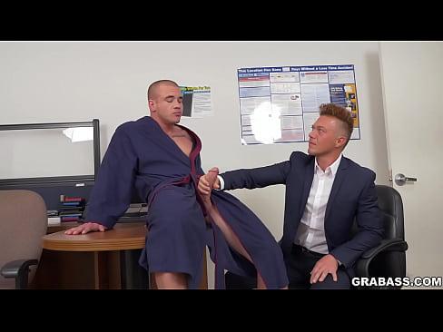 Gay - Empresários Gostosos Fodendo No Escritório