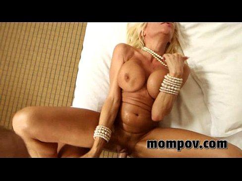Blonda Este Tunata Dar Isi Ia Pula De Indura Intr-Un Hotel