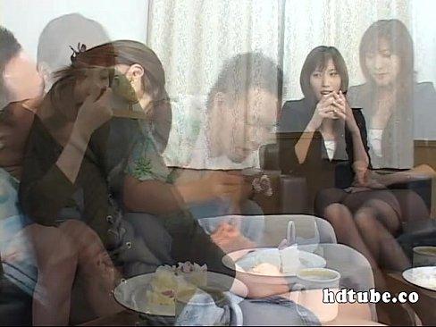 立花里子が教室の中で乱交セックスをしてレズプレイも堪能してる