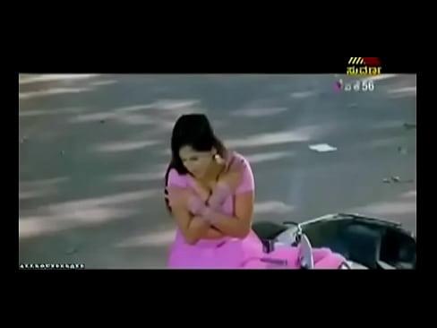 cover video Desi Actress Ex posing Massive Cleavage In Sar Cleavage In Sari