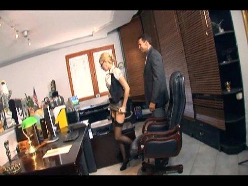 Новая любезная секретарша