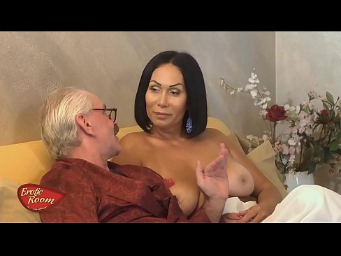 Mos Pervers Face Un Porno Erotic Cu O Bruneta Milf Cu Tatele Mari