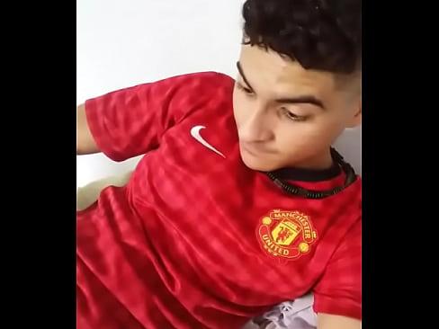 Ramon com o pau duro no calção