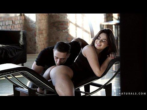 Nikki Waine has amazing anal orgasm