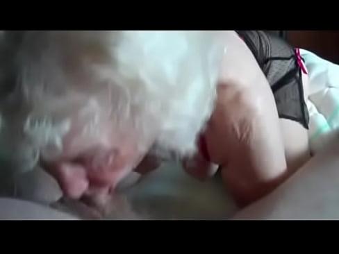 avo do meu amigo me fazendo chupeta