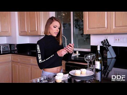 Videoclipuri Cu Pizde Flocoase Futute In Cur De Penisuri Uriase