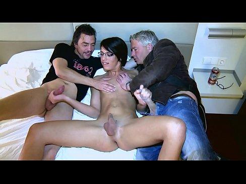 Porno Ralle fickt kurzhaarige Anal