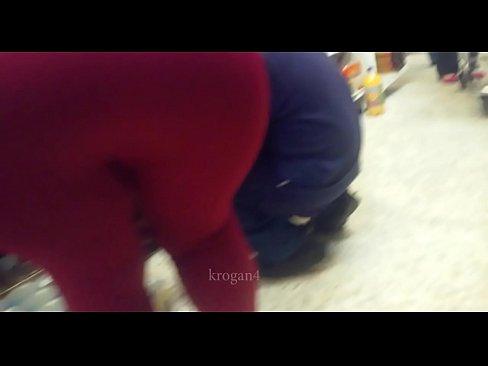 hermosa culona se le marca el calzon