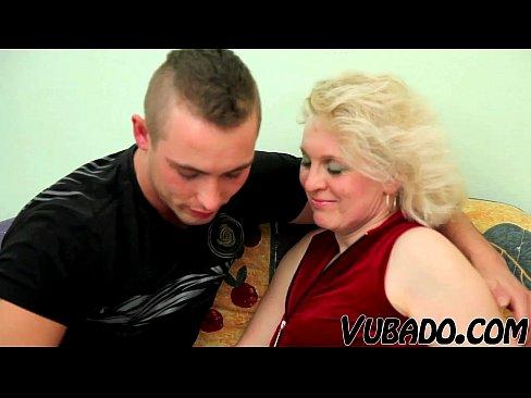 Mladý MILF porno pic