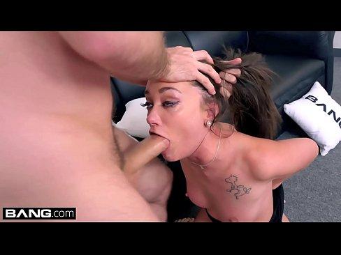 Isi Penetreaza Sora Dupa Ce O Strange De Sfarcuri Porno