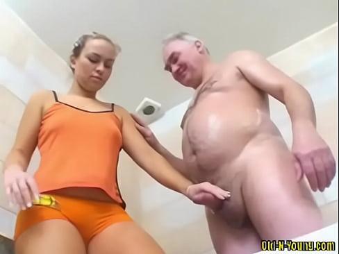 ebut-starushku-do-orgazma-trahnul-v-anal-polnenkuyu