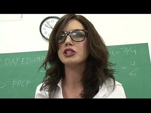 Videos Porno Porno professora fazendo boquete na classe