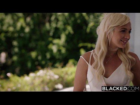 Blonda Obraznica Este Fututa De Un Negru Cu Pula Mare Ca Ea Vrea Sa Se Futa Cu El