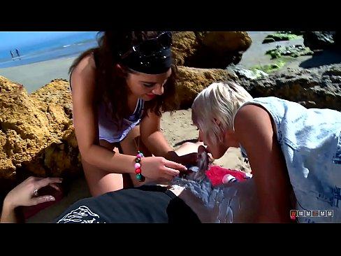 Doua Gagici Bune Vor Sex Pe Plaja La Mare
