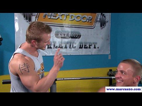 Muscled hunks rims and sucks jock after bath