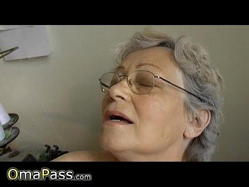 Granny nude masturbate