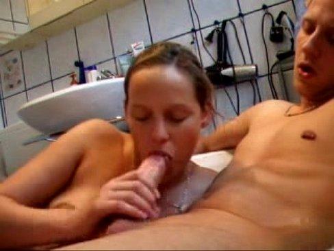 Blowjob in the bath