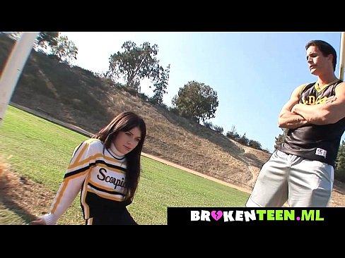 Nonton video bokep Cute cheerleader drains the coach's balls .brokenteen.ml