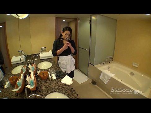 XVIDEO 淫美熟女のホテル客室係がオナニー