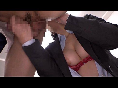 OLのお姉さんが社内で着衣セックス()
