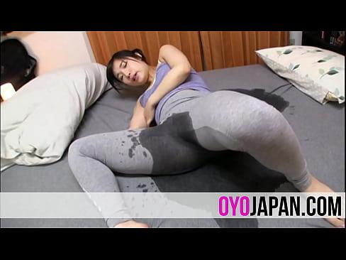 【xvideos】むっちりで美尻美少女の、栄川乃亜のオナニー失禁放尿電...