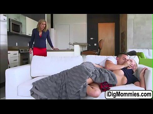 Mama Ei Se Baga In Relatia Lor De Cuplu
